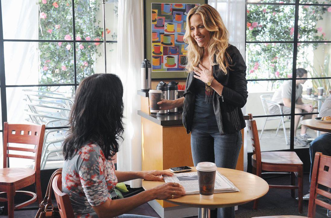 Grayson stellt Jules (Courteney Cox, l.) seine neue Freundin Sara (Sheryl Crow, r.) vor. Die beiden Frauen verstehen sich sofort blendend ... - Bildquelle: 2009 ABC INC.