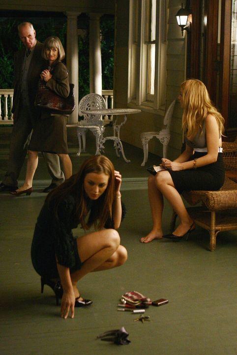 Es herrscht Zickenkrieg, zwischen den einst besten Freundinnen: Serena (Blake Lively, r.) und Blair (Leighton Meester, l.) ... - Bildquelle: Warner Brothers