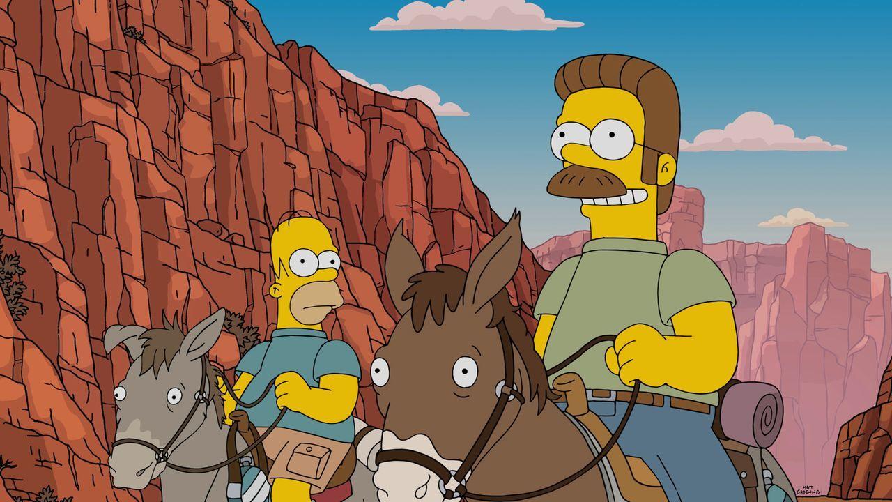 Da Maggie mal wieder nicht schlafen will, erzählt Homer (l.) ihr eine Urlaubs-Geschichte von ihm, Ned (r.) und den Familien ... - Bildquelle: 2015 Fox and its related entities.  All rights reserved.