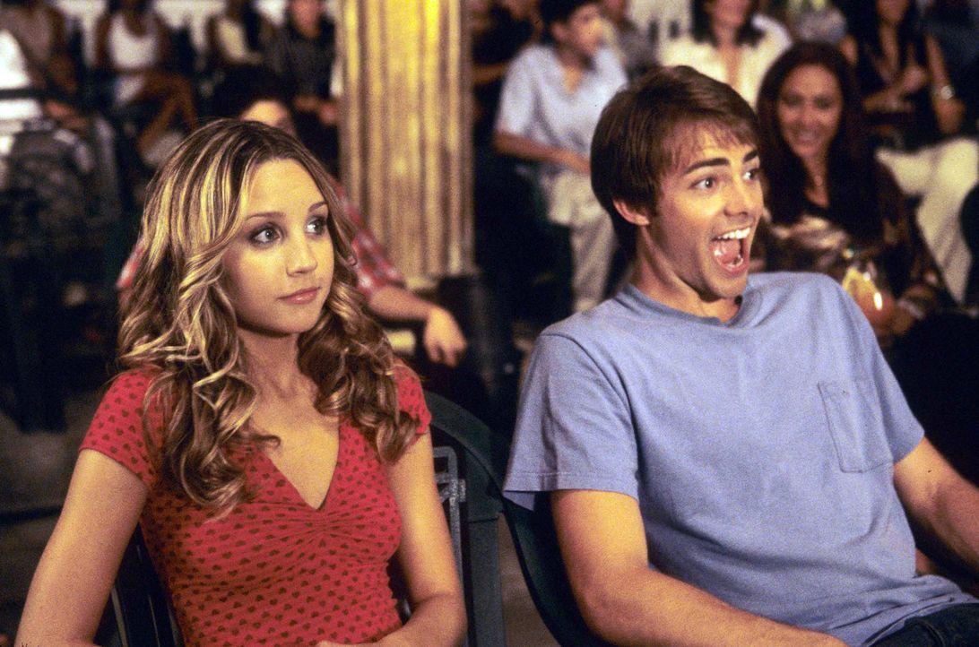 Erst spät erkennt Jenny (Amanda Bynes, l.), dass man mit Ryan (Jonathan Bennett, r.) Pferde stehlen kann ... - Bildquelle: Media 8 Entertainment