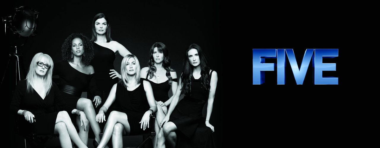 """FIVE"" - Artwork: Hauptdarstellerin Jeanne Tripplehorn (3.v.l.) mit den Regisseurinnen Penelope Spheeris (l.), Alicia Keys (2.v.l.), Jennifer Anisto... - Bildquelle: 2011 Sony Pictures Television Inc. All Rights Reserved."