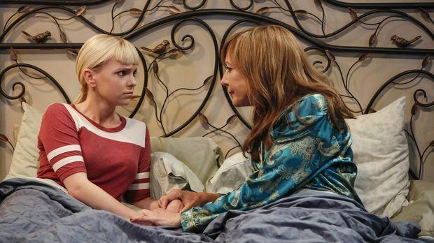 Christy (Anna Faris, l.) kennt ihre Mutter Bonnie (Allison Janney ,r.) so gut...