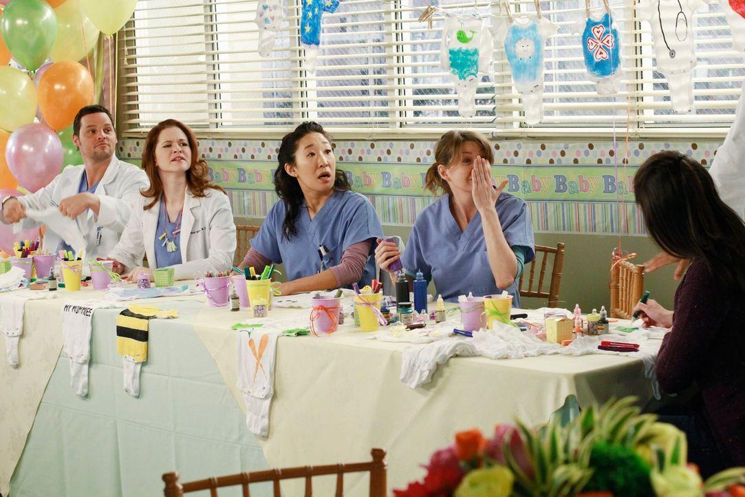 Die Vorbereitungen für die Baby-Party sind in vollem Gange: (v.l.n.r.) Alex (Justin Chambers), April (Sarah Drew), Cristina (Sandra Oh)  und Meredit... - Bildquelle: ABC Studios