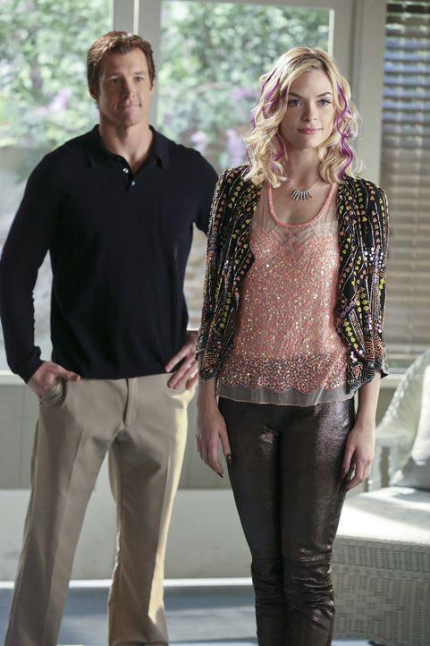 Als Walt (Rich McDonald, l.) unangemeldet bei Lemon (Jaime King, r.) vor der Tür steht, muss er miterleben, was passiert, wenn Lemon auf ihre Freund... - Bildquelle: Warner Bros.