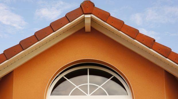 Lassen Sie Ihre Hausfassade mit einem frischen Anstrich in neuem Glanz erstra...