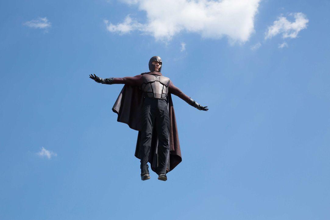 Das Jahr 1973: Magneto (Michael Fassbender) wird des Mordes an John F. Kennedy beschuldigt und in ein Hochsicherheitsgefängnis verfrachtet. Doch mit... - Bildquelle: Alan Markfield 2013 Twentieth Century Fox Film Corporation.  All rights reserved.  Not for sale or duplication.