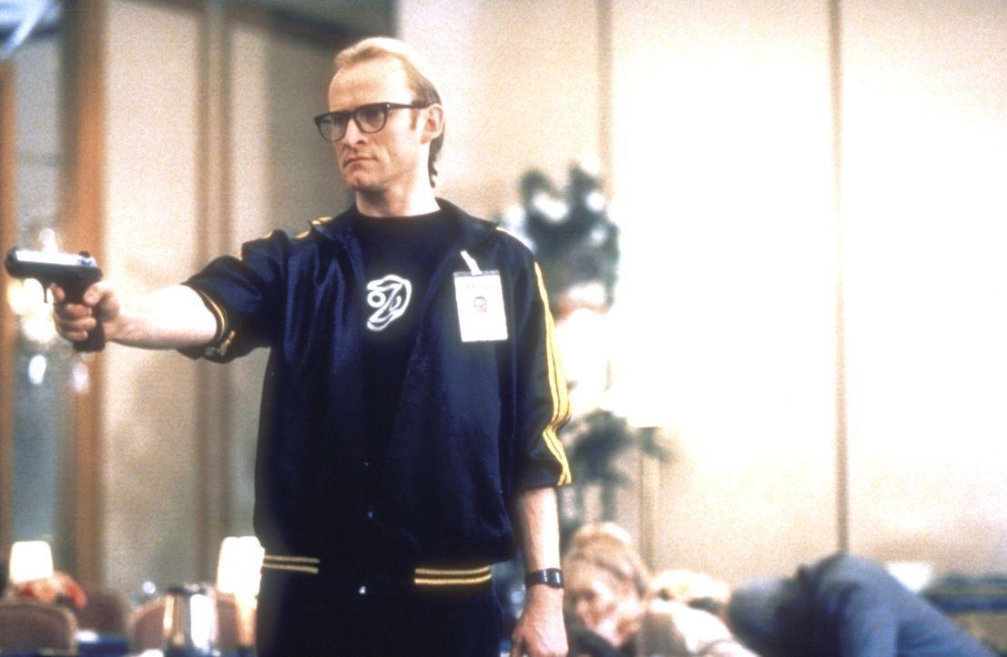 Langley (Dean Haglund) will herausfinden, woran sein Freund, der angeblich Selbstmord begangen hat, wirklich gestorben ist. - Bildquelle: TM +   2000 Twentieth Century Fox Film Corporation. All Rights Reserved.