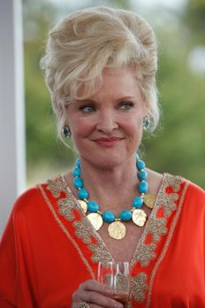 Royal Pains - Ms. Newberg (Christine Ebersole) gibt eine Party, um die Rückke...