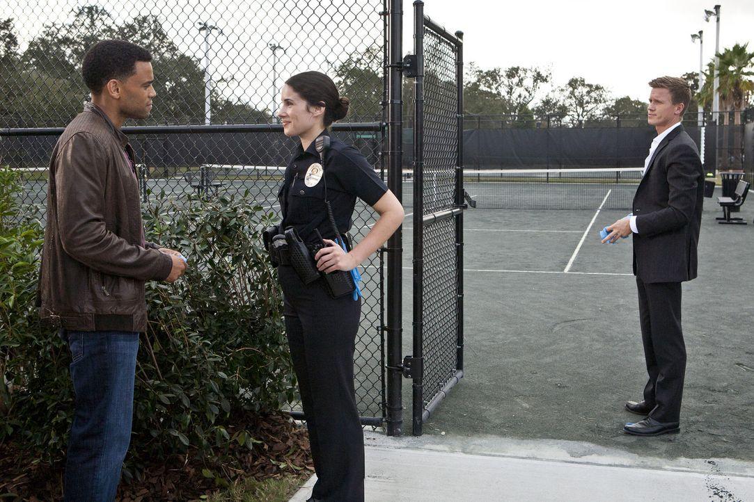 Ein Mordfall beschäftigt Travis (Michael Ealy, l.), Wes (Warren Kole, r.) und Officer J. Pratt (Camille Balsamo, M.) ... - Bildquelle: 2012 USA Network Media, LLC