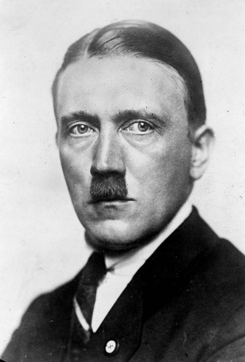 Der junge Adolf Hitler wird Ende 1918 aus dem Militärkrankenhaus entlassen und kehrt in die bayerische Landeshauptstadt München zurück. - Bildquelle: Roger Viollet Roger Viollet/Getty Images