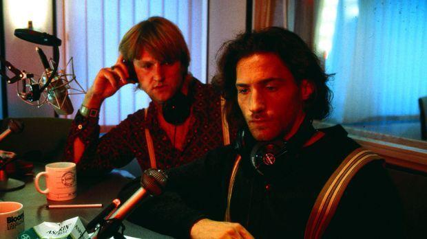 Paul (Benjamin Sadler, r.) ist von Mäckies (Detlev Buck, l.) Idee, eine Nacht...