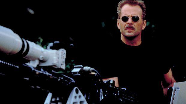 In Kanada besorgt sich der Schakal (Bruce Willis) eine ferngesteuerte, großka...