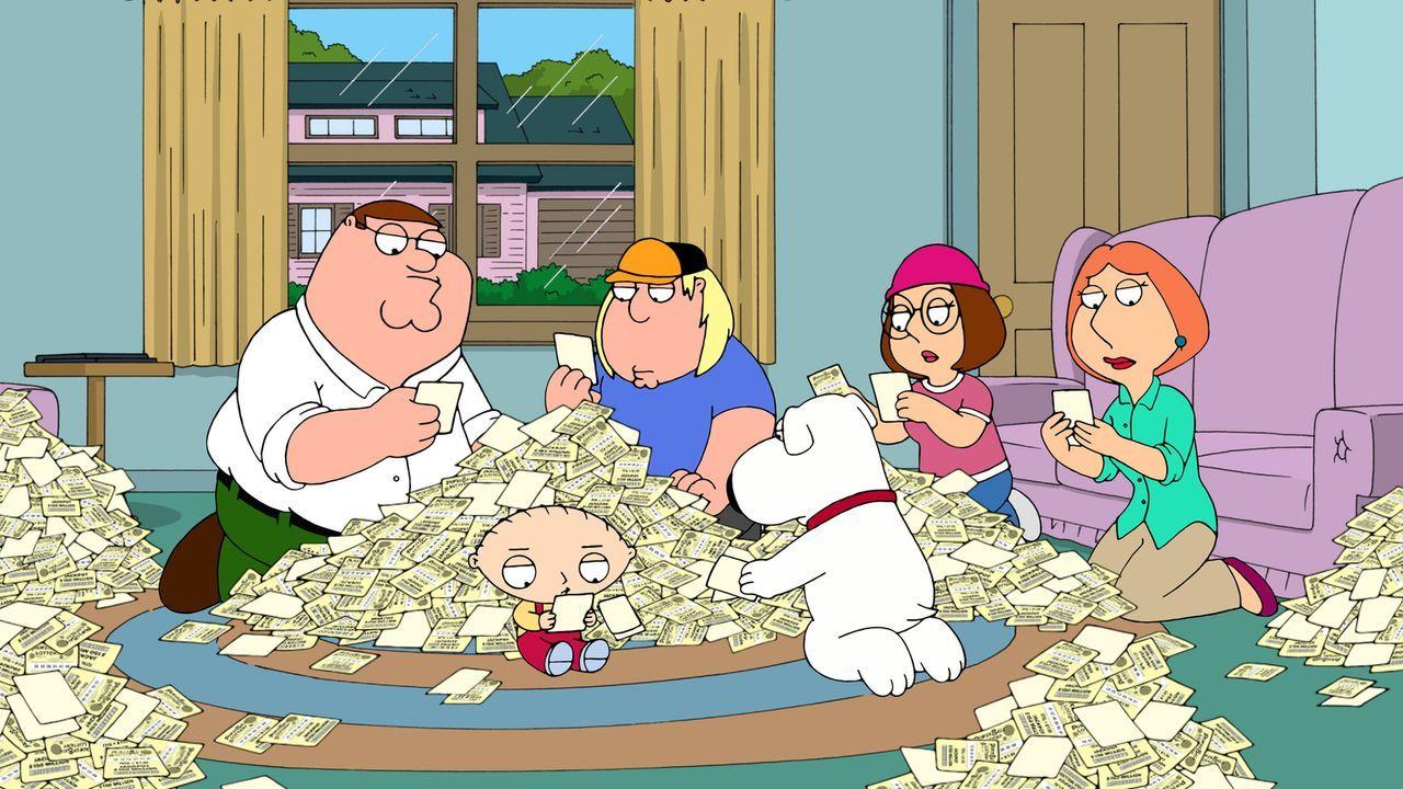 Peter (l.) nimmt eine Hypothek auf das Haus auf und kauft 200.000 Lose, um der Familie eine Finanzspritze zu verschaffen ... - Bildquelle: 2011 Twentieth Century Fox Film Corporation. All rights reserved.