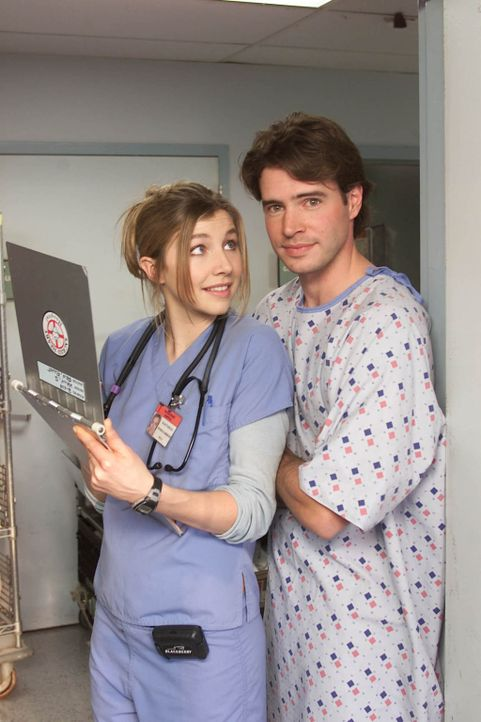 Elliott (Sarah Chalke, l.) macht ihrem neuen Patienten Sean (Scott Foley, r.) Avancen. Dieser ist jedoch so sehr mit seinen Neurosen beschäftigt, da... - Bildquelle: Touchstone Television
