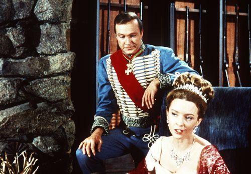 Bonanza - Die russischen Adeligen Comtesse Elena (Claire Griswold, r.) und Gr...
