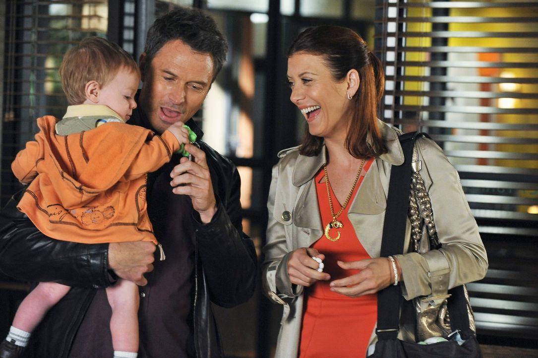 Noch ahnen Addison (Kate Walsh, r.) und Pete (Timy Daly, M.) nicht, dass bald mit Violet große Schwierigkeiten auf sie zukommen werden ... - Bildquelle: ABC Studios