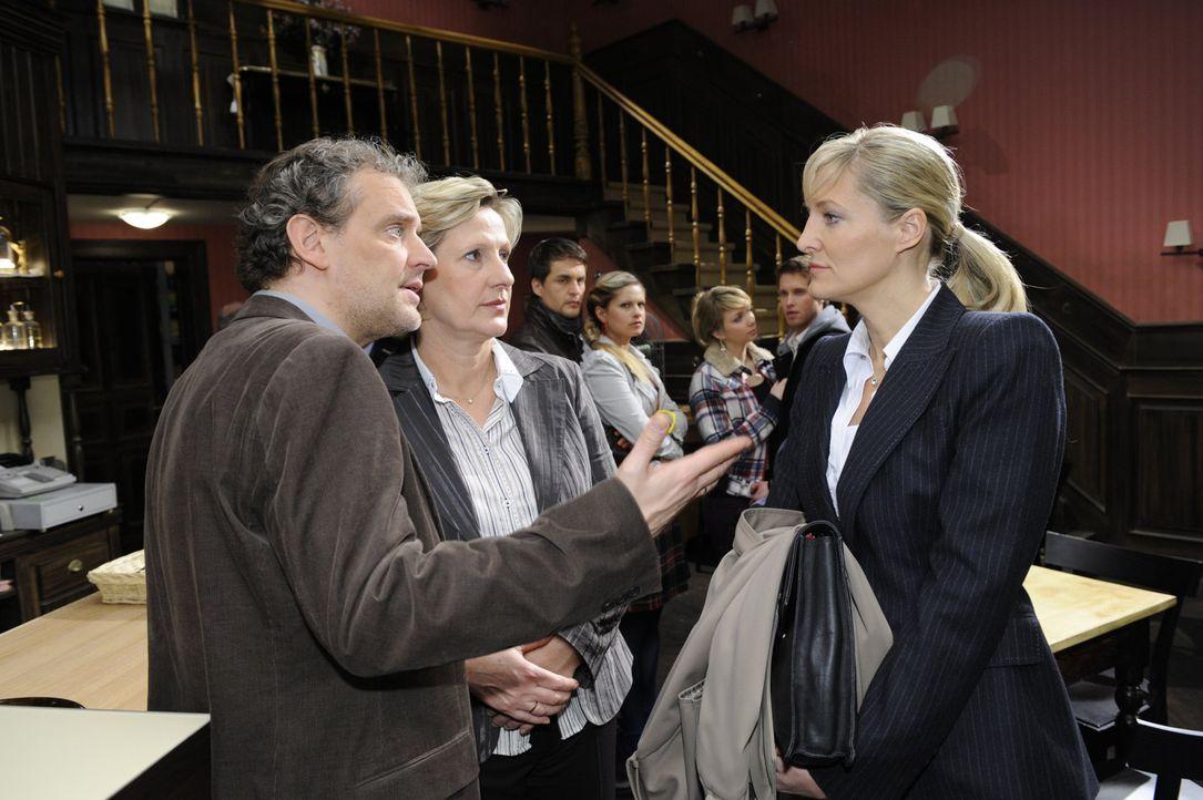 Hoffen, dass der Prozess gut ausgeht: (v.l.n.r.) Ingo (Wolfgang Wagner), Susanne (Heike Jonca), Lars (Alexander Klaws), Mia (Josephine Schmidt), Lil... - Bildquelle: SAT.1