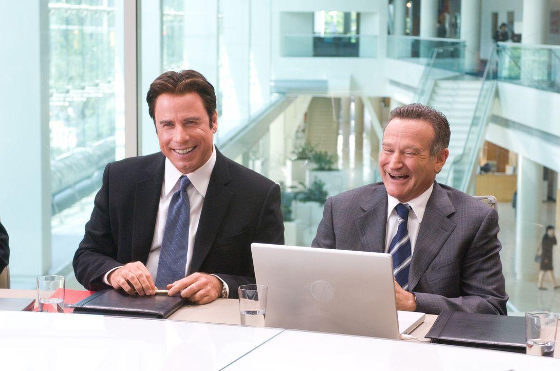 Charlie (John Travolta, l.) und Dan (Robin Williams, r.) sind schon lange beste Freunde. Die beiden bilden ein perfektes Paar, das sich beruflich un... - Bildquelle: Walt Disney Pictures.  All rights reserved