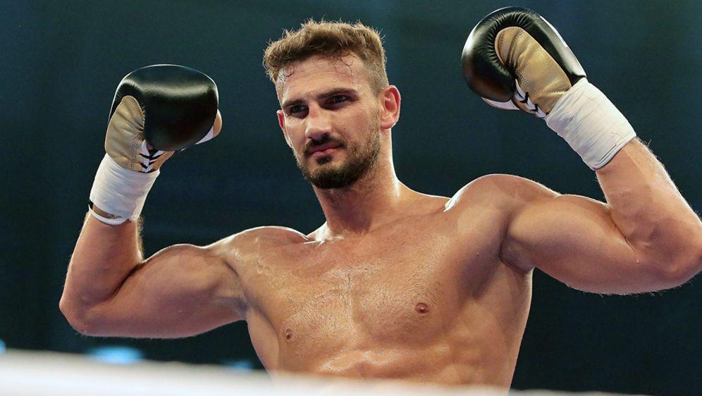 Emir Ahmatovic kämpft am 18. November in Düsseldorf gegen den WeißrussenArt... - Bildquelle: imago/Jan Huebner