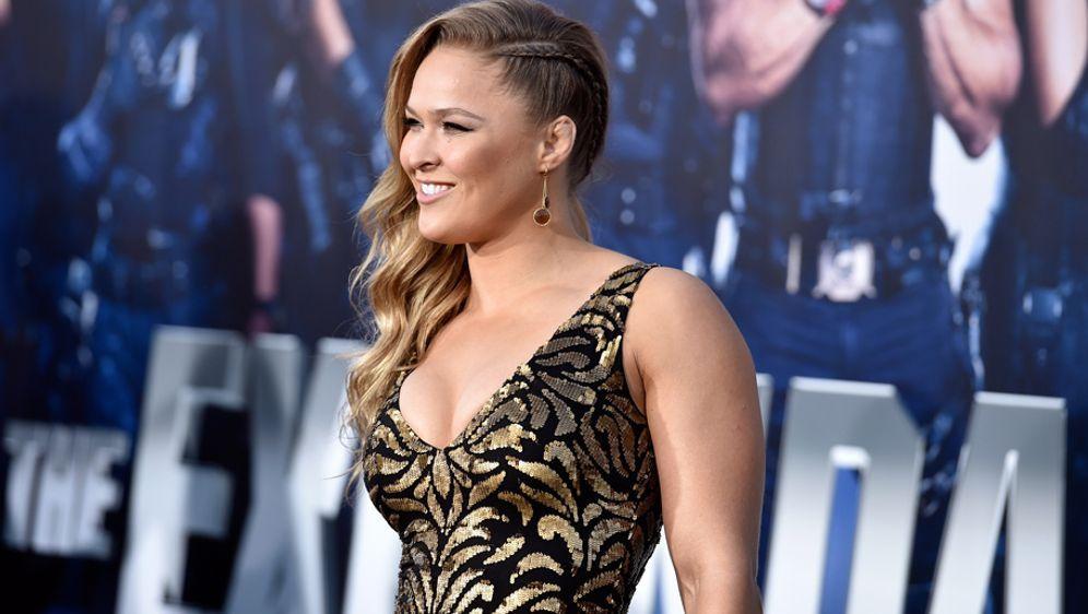 Octagon statt roter Teppich: Ronda Rousey kämpft bald wieder - Bildquelle: 2014 Getty Images