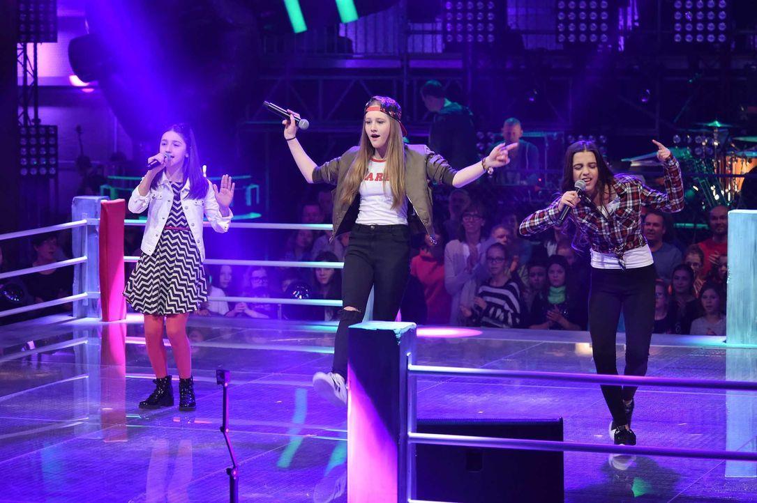 The-Voice-Kids-Stf04-Epi06-Battles-Sanie-Anne-Maria-SAT1-André-Kowalski - Bildquelle: SAT.1/André Kowalski