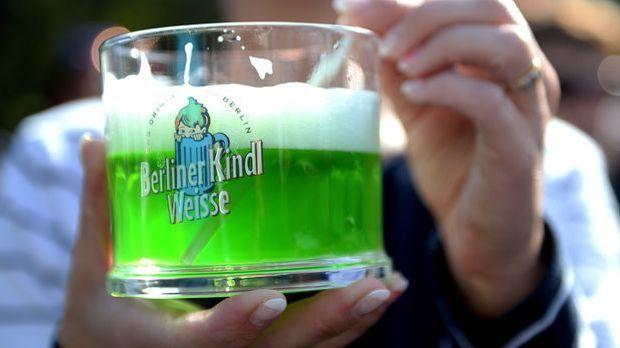 Grüne Berliner Weisse in einem Glas der Berliner-Kindl-Schultheiss-Brauerei