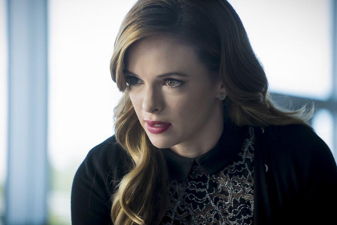 Um herauszufinden, was mit ihr geschieht, verlässt Caitlin (Danielle Panabaker) die Stadt, Doch genau jetzt könnte das Team Caitlins Hilfe sehr gut... - Bildquelle: 2016 Warner Bros.