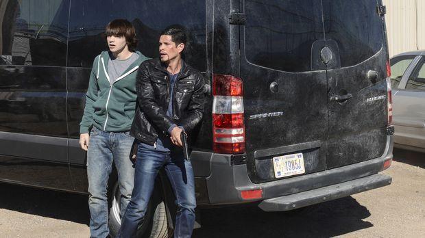 Während Peter (Joel Courtney, l.) und Raul (JD Pardo, r.) bei der Suche nach...