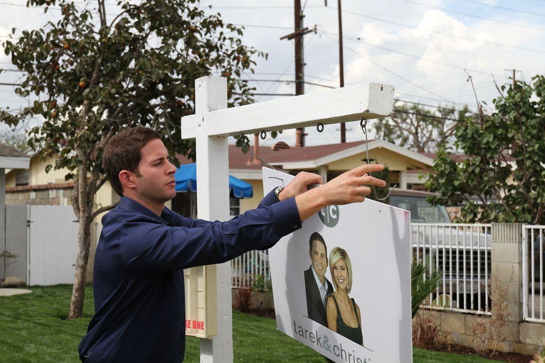 Können Tarek (Bild) und Christina auch dieses Haus gewinnbringend weiterverkaufen? - Bildquelle: 2013,HGTV/Scripps Networks, LLC. All Rights Reserved