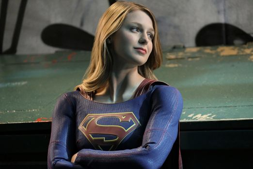 Supergirl (Melissa Benoist) ist hin und her gerissen, ob sie es mit ihrem Gew...