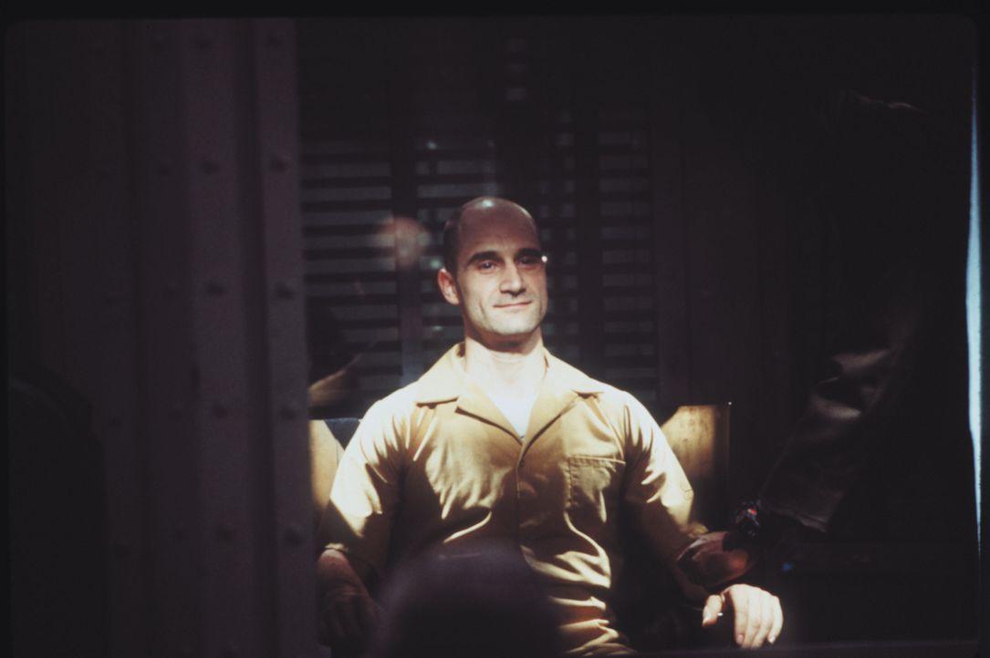 Der Serienmörder Edgar Reese (Elias Koteas) wird öffentlich in der Gaskammer hingerichtet ... - Bildquelle: Warner Brothers