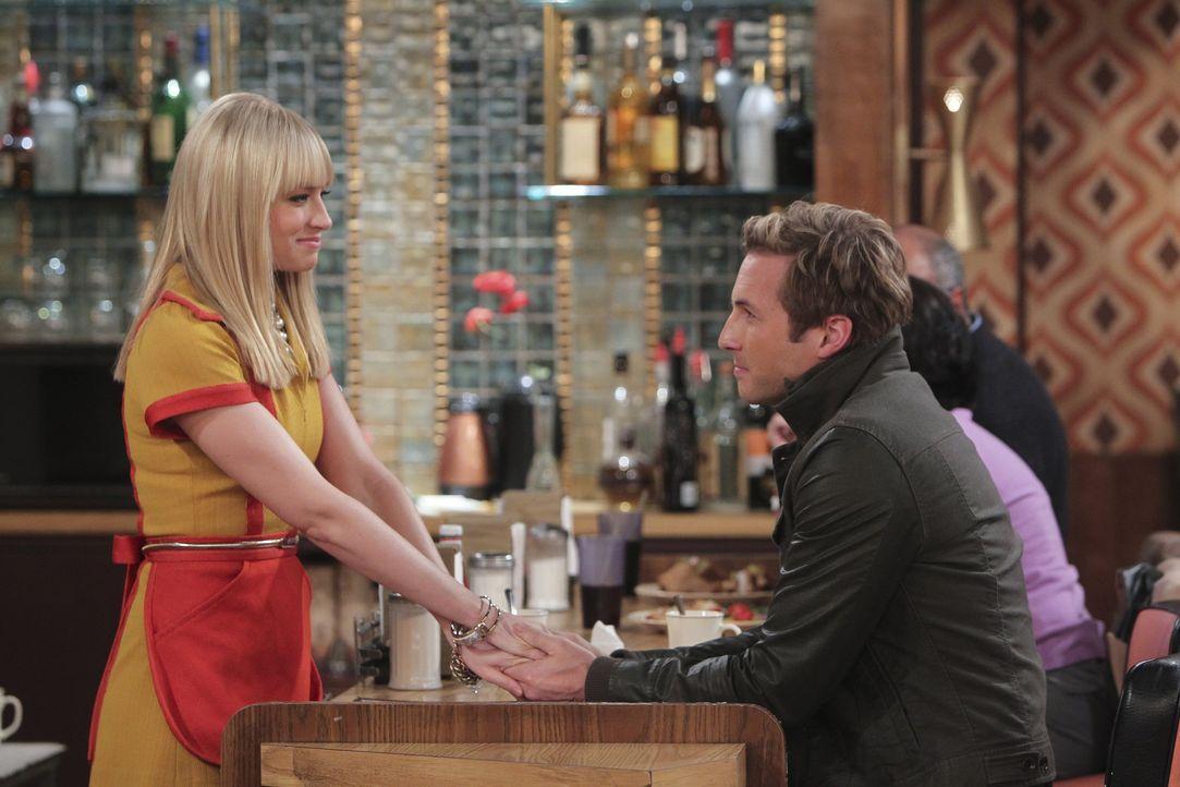 Die Beziehung zwischen Caroline (Beth Behrs, l.) und Andy (Ryan Hansen, r.) verläuft so gut, dass es eigentlich schon zu schön is um wahr zu sein... - Bildquelle: Warner Bros. Television