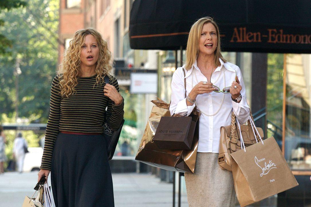 Ihre Welt besteht hauptsächlich aus Einladungen und Shopping: Sylvie (Annette Bening, r.) und Mary Haines (Meg Ryan, l.) - Bildquelle: Constantin Film Verleih 2008