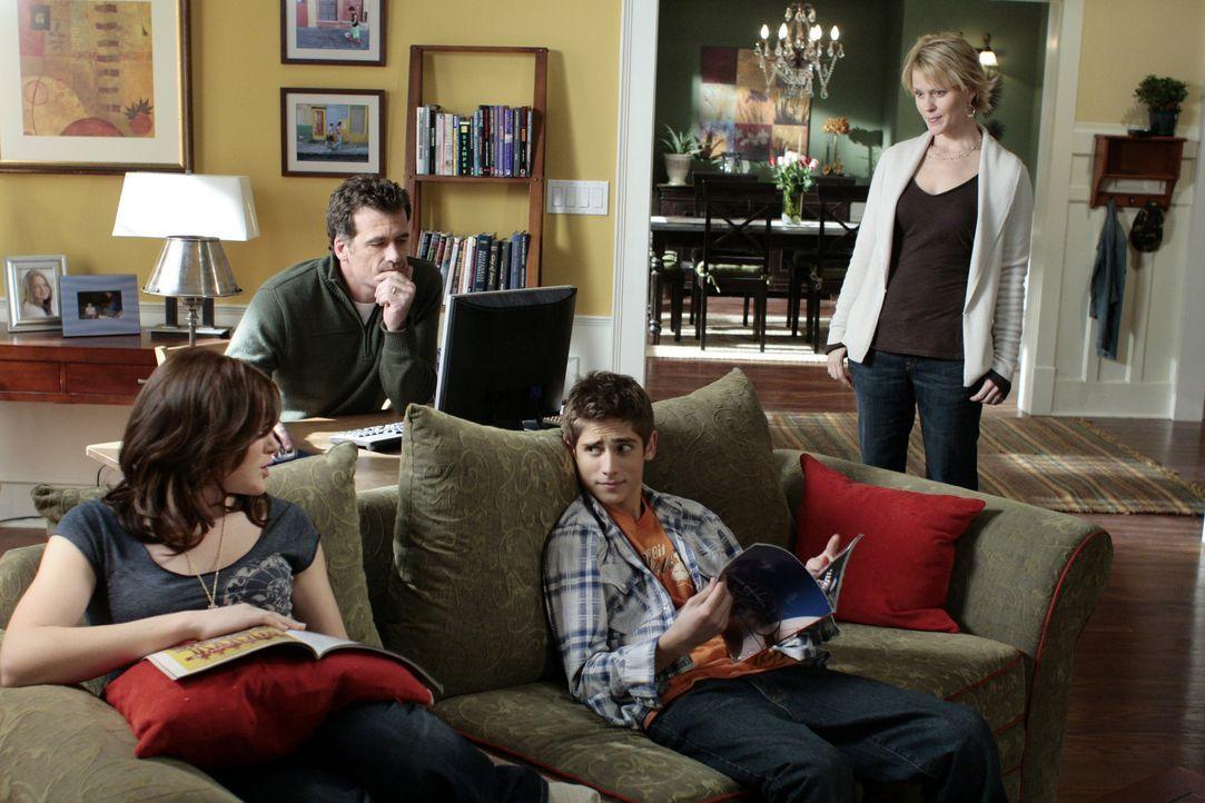 Sind ohne Kyle nicht mehr die Selben: Nicole (Marguerite MacIntyre, r.), Stephen (Bruce Thomas, 2.v.l.), Lori (April Matson, l.) und Josh (Jean-Luc... - Bildquelle: TOUCHSTONE TELEVISION