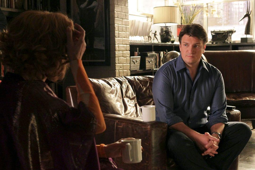 Seine wahren Gefühle für Kate Beckett kann Richard Castle (Nathan Fillion, r.) vor seiner Mutter (Susan Sullivan, l.) nicht verbergen ... - Bildquelle: ABC Studios