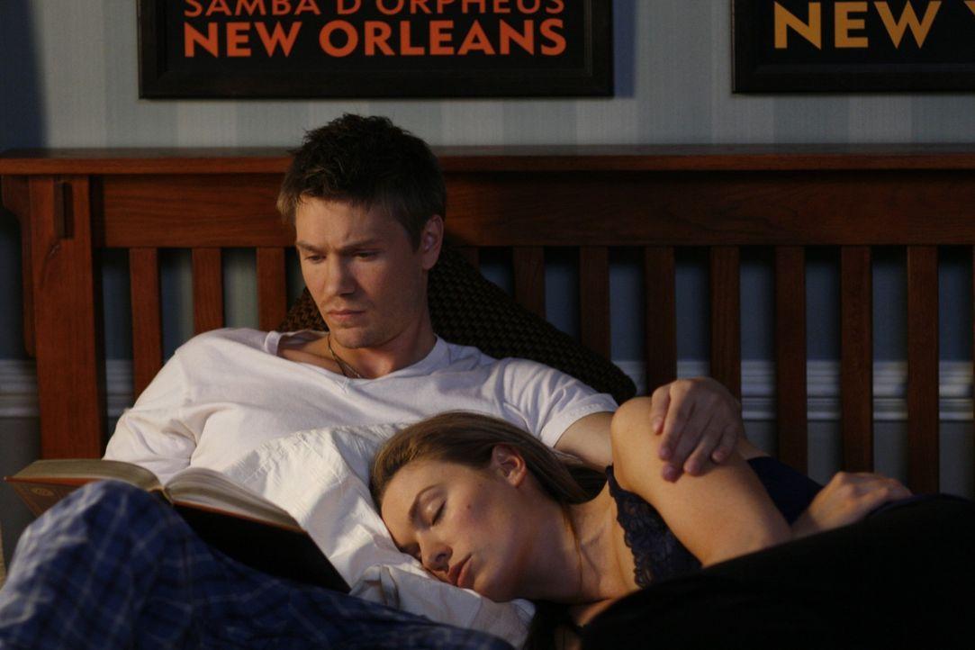 Lucas (Chad Michael Murray, l.) und Lindsey (Michaela McManus, r.) genießen ihre Zweisamkeit ... - Bildquelle: Warner Bros. Pictures