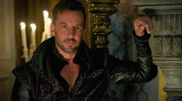 Reign_Season3Episode1_1 - Bildquelle: 2015 The CW Network. All Rights Reserved.