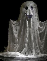 Ein Gespenst basteln? So könnte eine lebensgroße Version aussehen. Ihren Gäst...