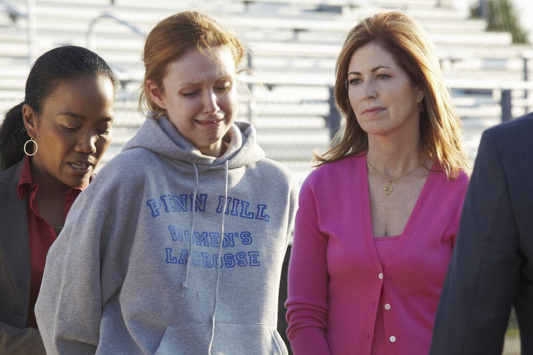 Bei den Ermittlungen stoßen Samantha (Sonja Sohn, l.) und Megan (Dana Delany, r.) auf Heather Clayton (Meg Chambers Steedle, M.), doch hat sie etwa... - Bildquelle: ABC Studios