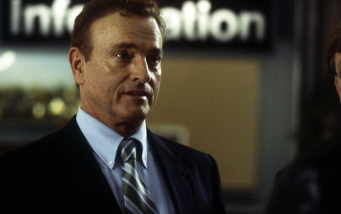Für seine Tochter würde der Rüstungsmillionär Davis Baxter (Kevin Dobson) alles tun! Er chartert für sie und ihre Freunde ein Privatjet nach Austral... - Bildquelle: Cinetel Films