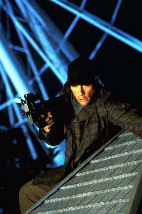 Auf einem nächtlichen Jahrmarkt will Quinn (Jean-Claude Van Damme) die Falle zuschnappen lassen ... - Bildquelle: Columbia TriStar