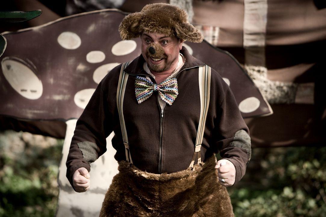 Clown Bello (Armin Rhode) sorgt nur für mäßige Stimmung unter den kleinen Kindern im Hort ... - Bildquelle: Warner Bros.