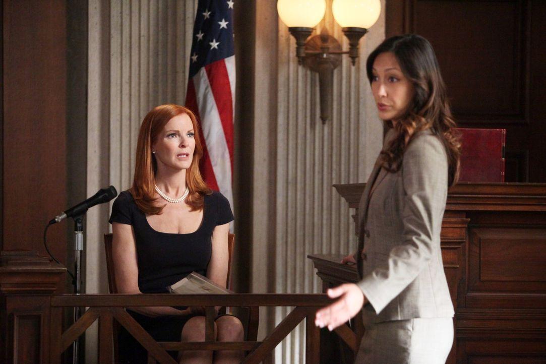 Der Mordprozess gegen Bree (Marcia Cross, l.) beginnt. Die Staatsanwältin Stone (Christina Chang, r.) hält sie aufgrund ihrer Alkoholsucht, ihrer za... - Bildquelle: ABC Studios