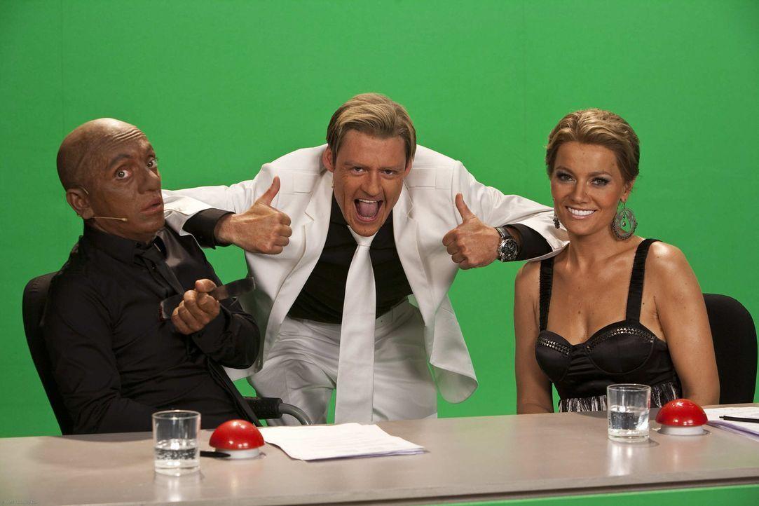 (5. Staffel) - Das Supertalent: Bruce Darnell (Bernhard Hoecker, l.), Dieter Bohlen (Max Giermann, M.) und Sylvie van der Vaart (Martina Hill, r.) ... - Bildquelle: ProSieben