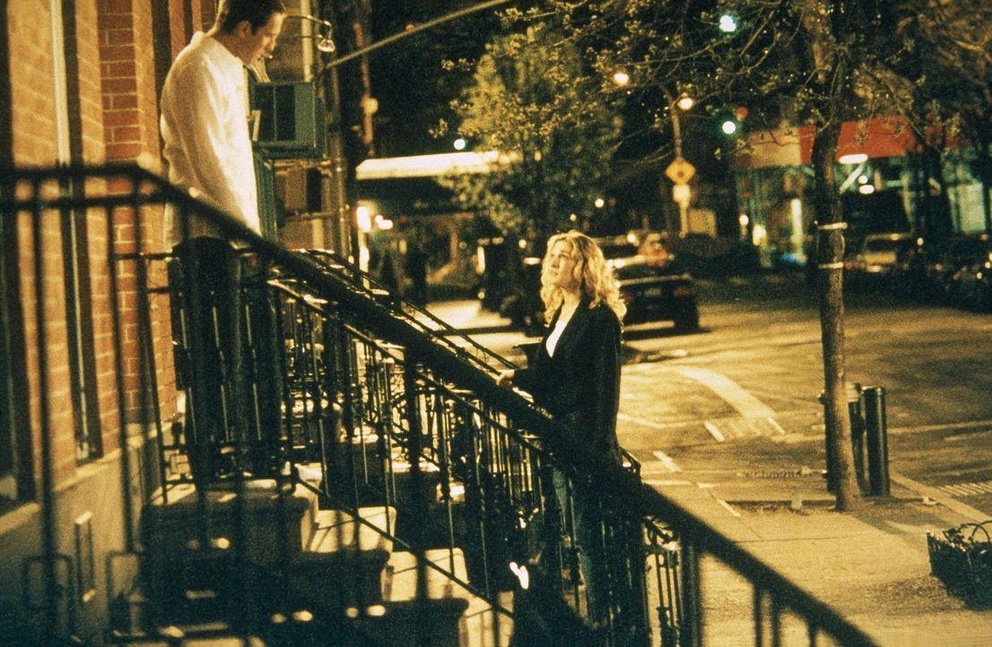 Carrie (Sarah Jessica Parker, r.) spürt, dass sie wieder mit Aidan (John Corbett, l.) zusammensein möchte, weiß aber nicht, wie sie den ersten Sc... - Bildquelle: Paramount Pictures