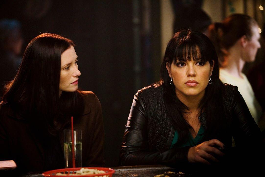 Während Lexie (Chyler Leigh, l.) Mark klar macht, dass sie von den Heimlichkeiten genug hat,  kommt Callie (Sara Ramirez, r.) Arizona etwas näher... - Bildquelle: Touchstone Television