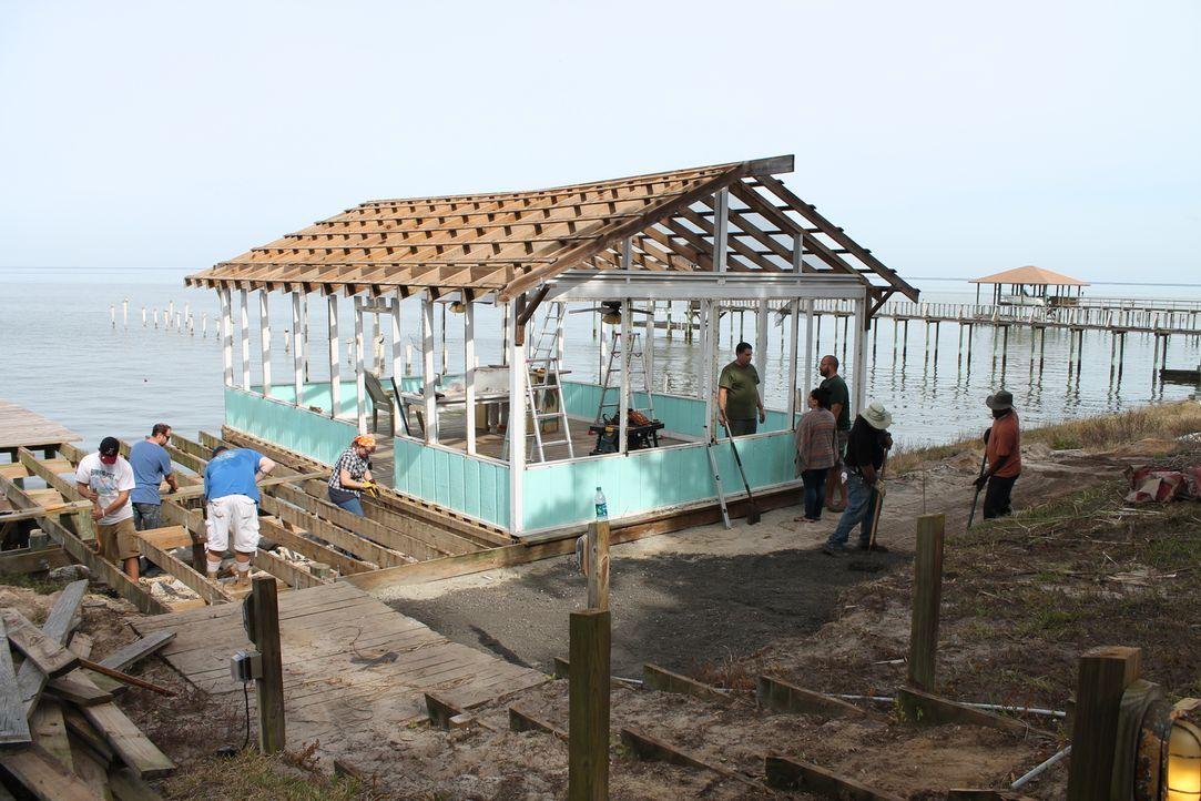 Um seine Frau Wendy glücklich zu machen, soll das Team der Herman Brüder ein Haus am Golf von Mexico sanieren. Denn wer genießt nicht gerne seinen C... - Bildquelle: 2015, DIY Network/Scripps Networks, LLC. All RIghts Reserved.
