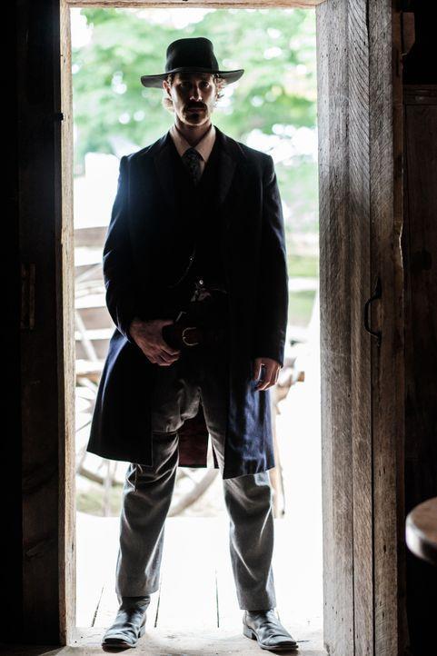Marshal Dallas Stoudenmire (Julian Christopher) will in Texas für Recht und Ordnung sorgen, doch die Verbrecher machen es ihm nicht leicht ... - Bildquelle: Darren Goldstein Cineflix 2015