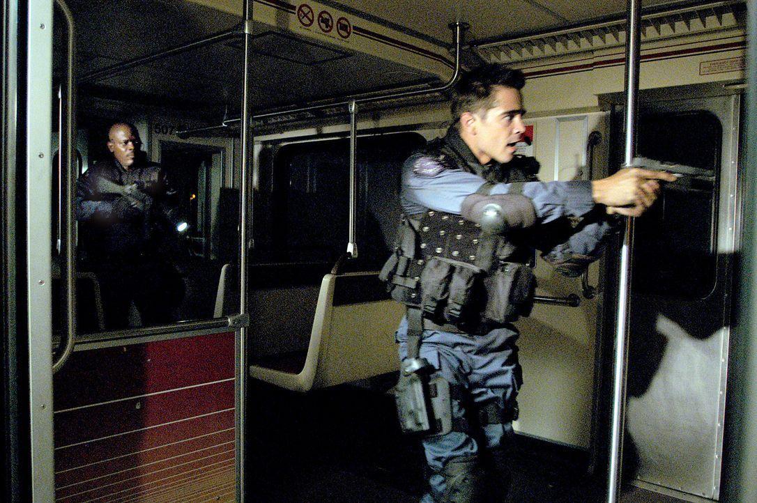 """Die Buchstaben S.W.A.T. stehen für """"Special Weapons and Tactics"""" und dahinter verbirgt sich eine Spezialeinheit der amerikanischen Polizei, die imm... - Bildquelle: 2004 Sony Pictures Television International. All Rights Reserved."""