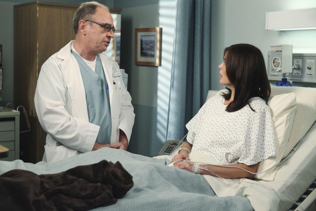 Während ein Ermittlerduo versucht herauszufinden, wer hinter dem Attentat auf Paul steckt, hat Dr. Sugarman (David Brisbin, l.) keine gute Nachricht... - Bildquelle: ABC Studios
